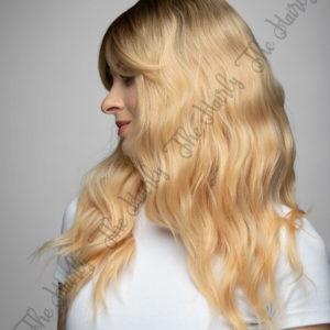 Peruka syntetyczna ciepły blond z odrostem wet look nowa kolekcja