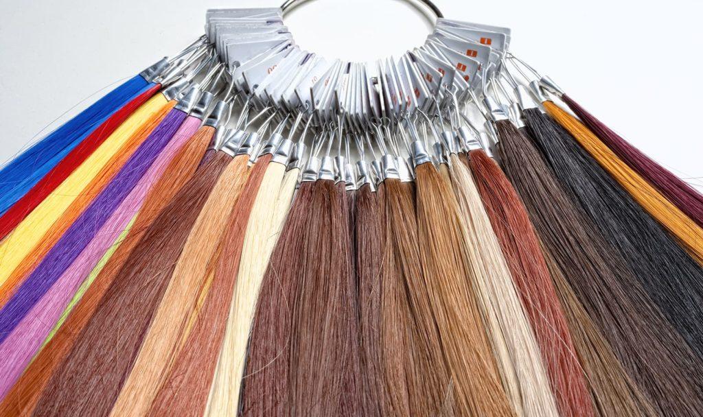 Rodzaje włosów w perukach syntetycznych