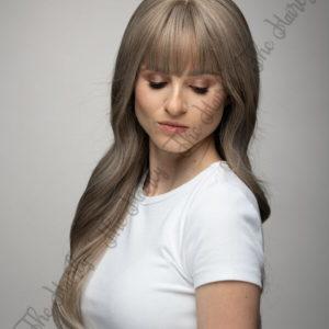 Peruka syntetyczna popielaty blond balayage fale grzywka