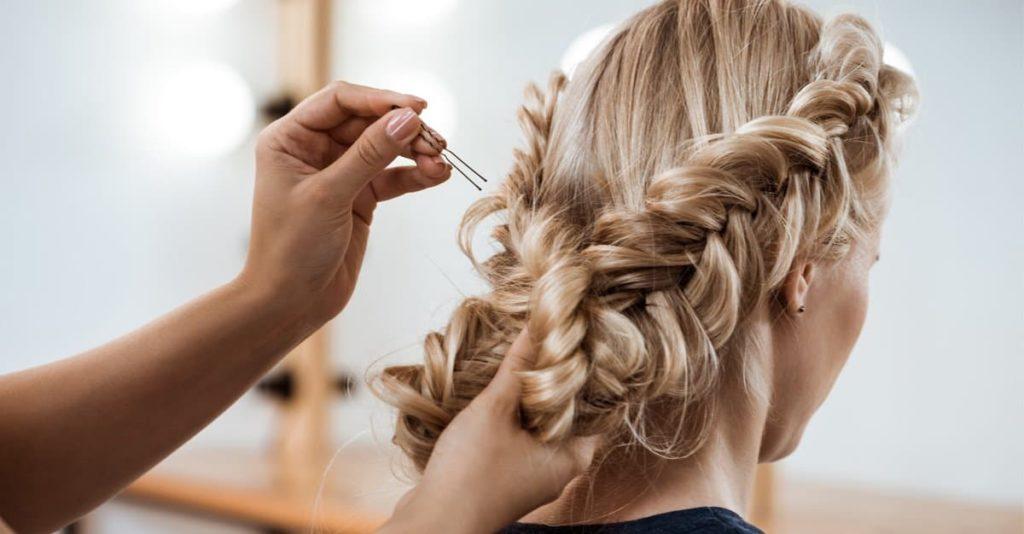 fryzury w perukach
