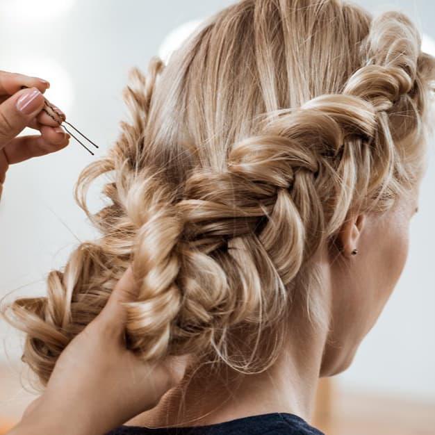fryzury w perukach main