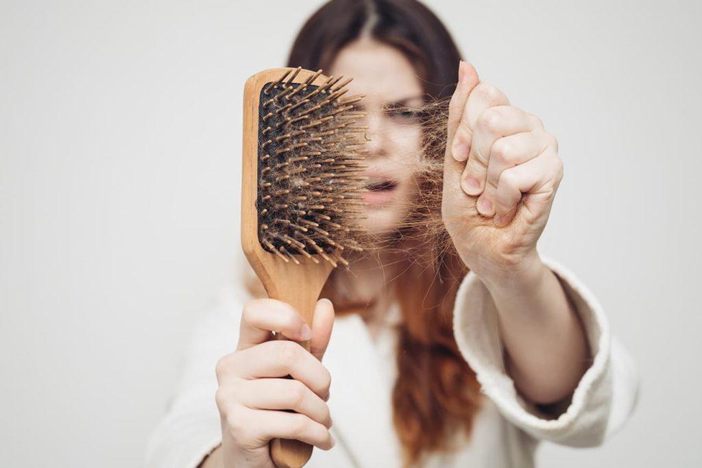 słabe włosy wspomaganie