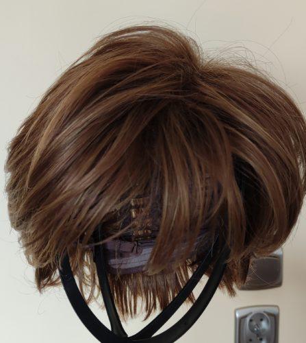 Peruka syntetyczna ciemny blond z pasemkami photo review