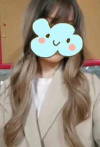 Peruka syntetyczna ciemny blond ombre lekkie fale photo review