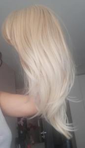 Peruka syntetyczna ciepły blond z pasemkami cieniowane grzywka photo review